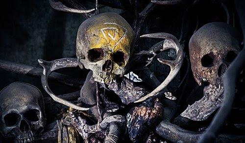 A espiral em um crânio em Carcosa.