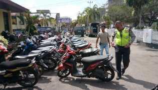 Satlantas Polres dan Polsek Bangko Razia, Ratusan Sepeda Motor Terjaring