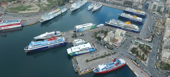 Σπάνιο στιγμιότυπο του Πειραιά από ψηλά -Ολα τα πλοία δεμένα στο λιμάνι [εικόνα]