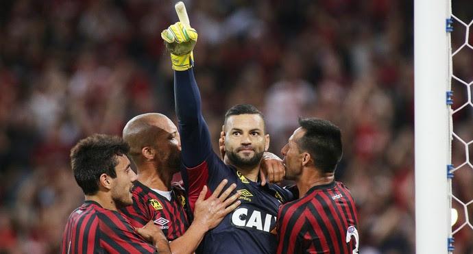 Weverton Goleiro Atlético-PR x Santos (Foto: Giuliano Gomes/Estadão Conteúdo)