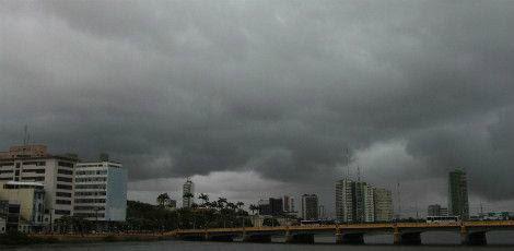 Agência Pernambucana de Águas e Climas (Apac) emitiu aviso sobre possibilidade de fortes chuvas /  Foto: Igo Bione/JC Imagem