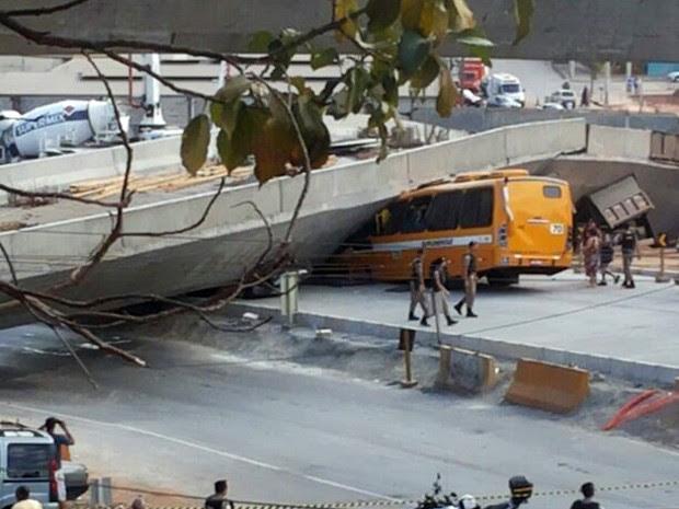 Viaduto desaba em Belo Horizonte (Foto: Polícia Militar/Divulgação)