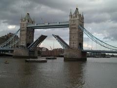 Tower Bridge Dibuka Utk Laluan Kapal, London, UK