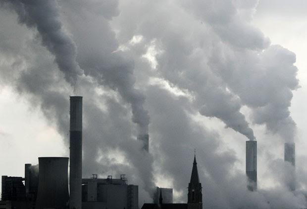Produção e utilização de gás natural, de petróleo é de 20% a 60% maior do que se esperava (Foto: Frank Augstein/AP)