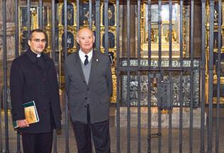 D. Henrique López Fernández y el P. Manuel Rodr�guez, E.P.