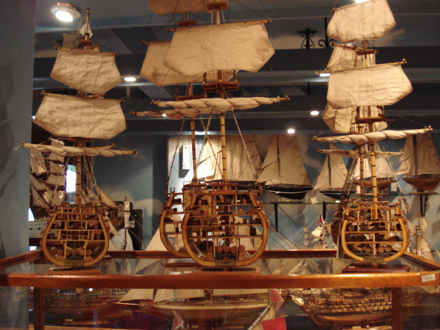 File:Model ships cross section mauritius.jpg - Wikipedia, the free