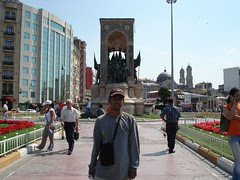 Cumhuriyet Aniti Monument di Taksim Square, Istanbul, Turkey