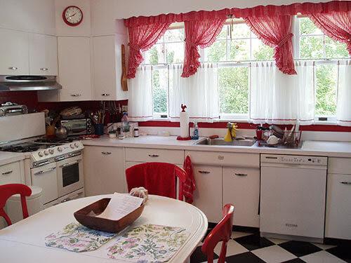 11 red kitchen designs - Retro Renovation