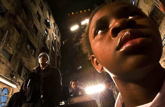 """Mano Brown canta a música """"Marighella"""" em ocupação na região da Luz, no centro de São Paulo"""
