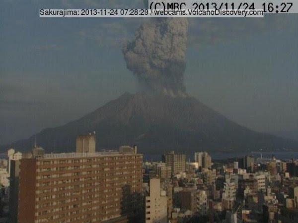 Вулкан Сакурадзима вступил в новую фазу активности