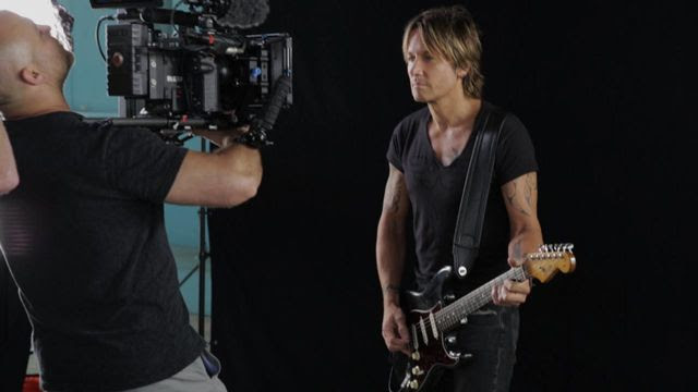 Keith Urban : Somewhere In My Car (Video)