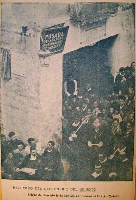El 25 de enero de 1905 al ayuntamiento dedica la calle a Miguel de Cervantes. Acto de Colocación de la placa junto a la Posada de la Sangre