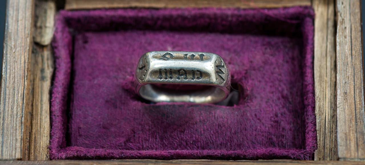 L'anneau en laiton de Jeanne d'Arc.