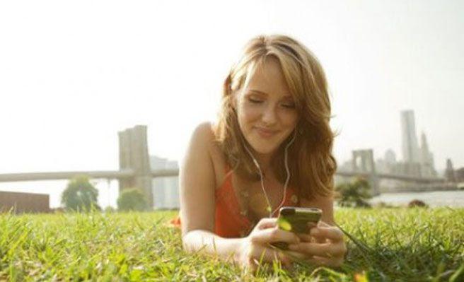 A una mujer le explotan las tetas después de estar cuatro horas jugando con su iPhone al juego 'Dragon Summon'