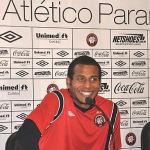 Goleiro Rodolfo admitiu que é viciado em cocaína e fará tratamento bancado pelo Atlético-PR