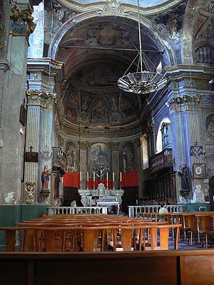 intérieur de l'église de cervione.jpg