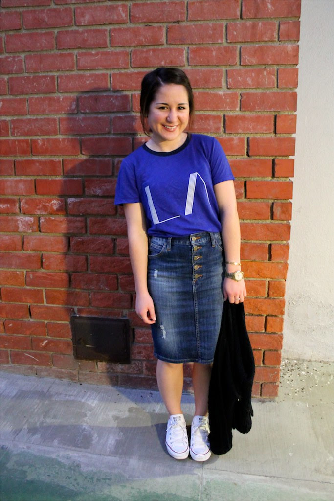 how to style a printed tee