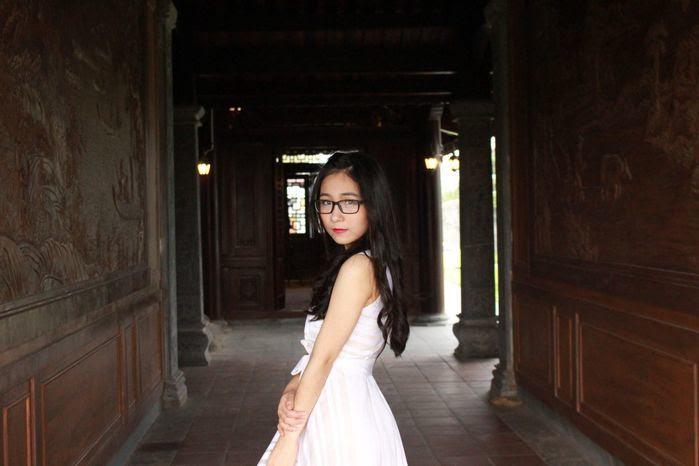 Cô bạn gây ấn tượng bởi vẻ ngoài giản dị nhưng vấn toát lên vẻ đẹp rất duyên dáng và xinh xắn.