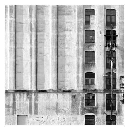meelfabriek  in zwart wit
