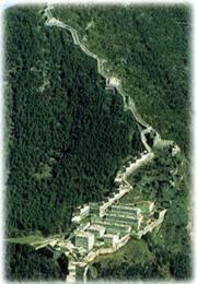 Un'immagine del fornte di Finestrelle, in Val Chisone (provincia di Torino), dove furono rinchiusi per poco tempo 1.200 prigionieri di guerra e in seguito centinaia di disertori e insubordinati (www.fortedifinestrelle.com)