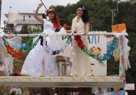 Κέφι και φαντασία στο Καρναβάλι του Πόρου