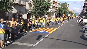 Catalogna: una catena umana di 400 chilometri reclama un referendum sull'indipendenza nel 2014