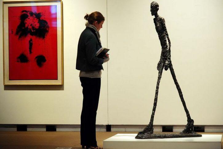 escultura L'Homme qui marche