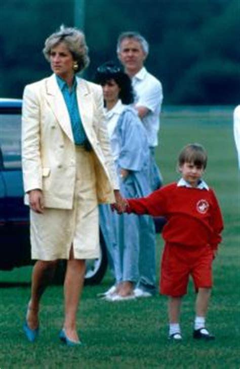 Princess Diana's Engagement Ring   LoveToKnow
