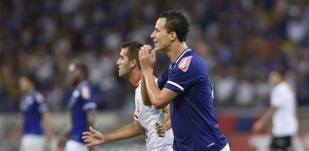 Leandro Damião lamenta revés do Cruzeiro para o Tombense em pleno MIneirão