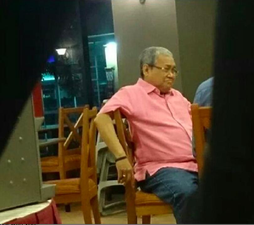 Dibenarkan memasuki Sarawak – Ketua Perkasa Ibrahim Ali pada minggu lepas telah meluangkan masa beberapa jam di Restoran Hotel Harbour View pada malam Mac. Sebaliknya ahli-ahli politik pembangkang yang sah PKR telah dihalang masuk ke Sarawak