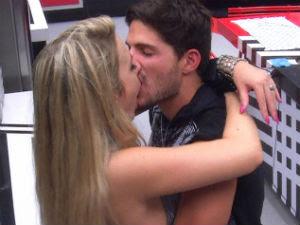 Andre e Fernanda beijo (Foto: Tv Globo/BBB)