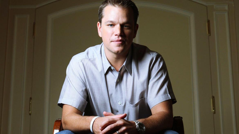 Matt Damoncomenzó su carrera en Harvard en1988, pero se tomó un tiempo libre para ser actor. Nunca se graduó. Sin embargo, recibió la Medalla de las Artes de Harvard 2013, en reconocimiento a su trabajo en la industria del entretenimiento