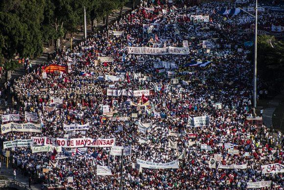 Organizaciones de masas juntas en la Plaza. Foto: L Eduardo Domínguez/ Cubadebate.