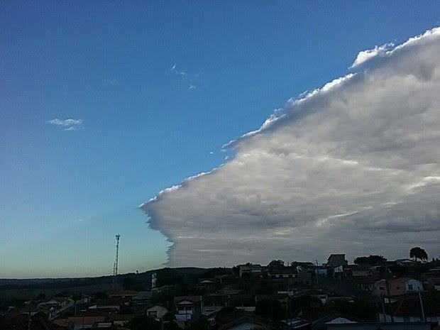 Em Gália, nuvem tambem chamou a atenção (Foto: Elediane Silva / Arquivo Pessoal)
