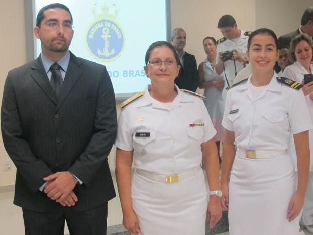 Dalva Mendes ao lado dos seus dois filhos após a cerimônia (Foto: Janaína Carvalho)