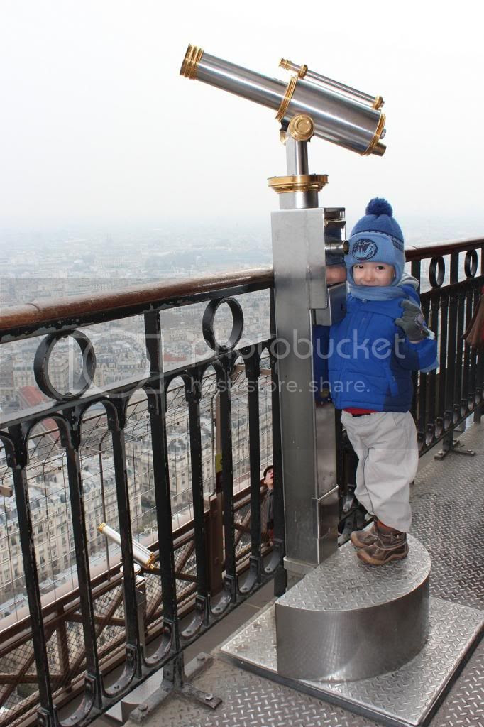 photo Teddy Paris view Eiffel Tower