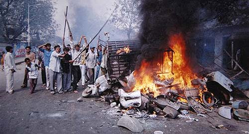 http://whennoodlesdream.files.wordpress.com/2012/10/gujarat-riots1.jpg