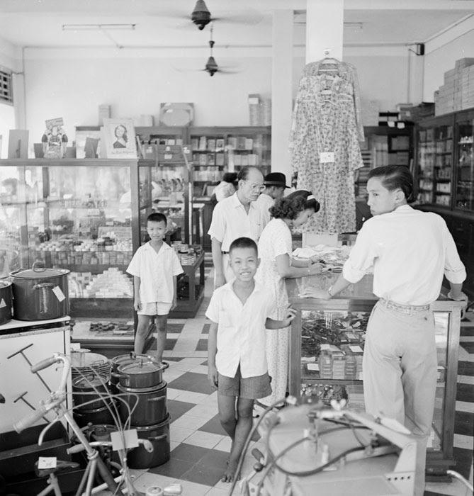 В магазине 1950 Неиз