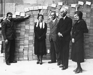 Pompeu Fabra entrega a Macià milers de postals en defensa de l'Estatut de Núria Foto: ARXIU.