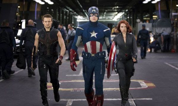 Hawkeye, Captain America and Black Widow get ready for battle in THE AVENGERS.