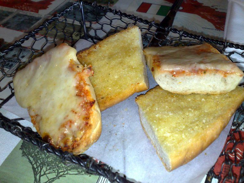 Hot garlic & cheese bread