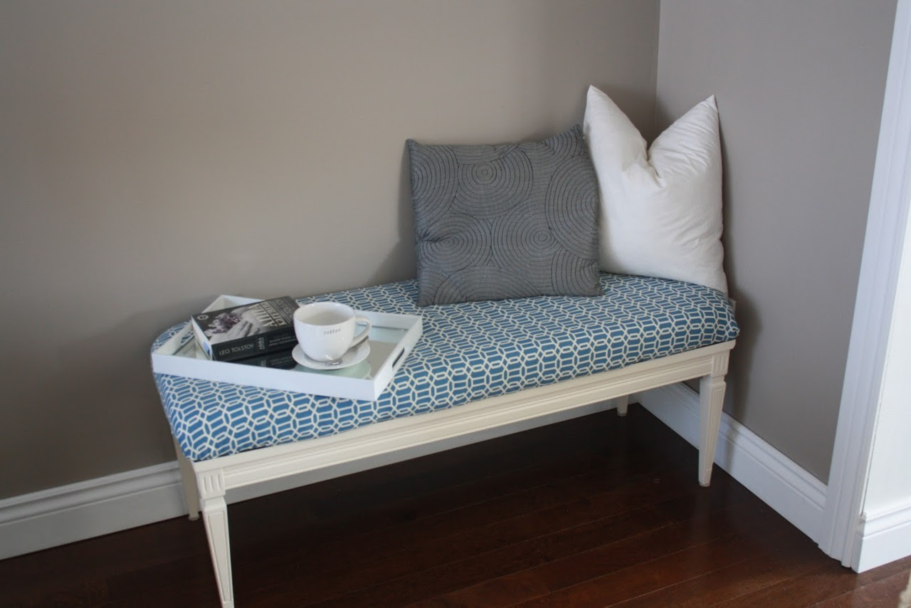 Pretty Little Pieces, Turn a Coffee Table into a Bench.