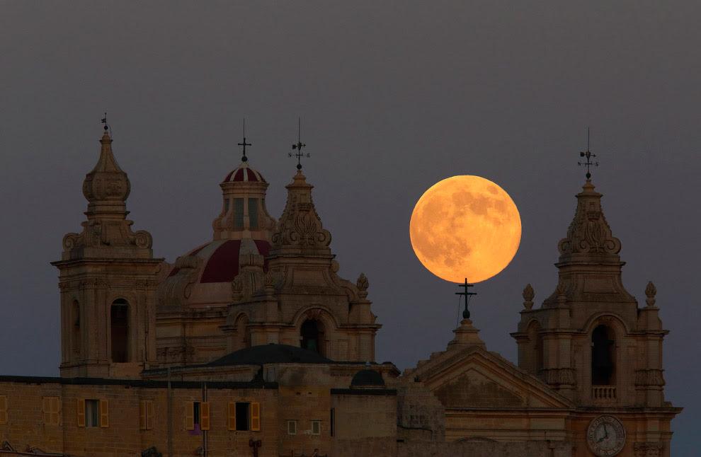 Суперлуние 10-11 августа в Мальте