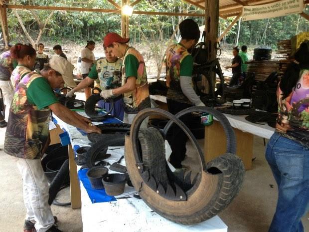 Oficina de recliclagem de pneus em Porto Velho (Foto: Ivanete Damasceno/G1)
