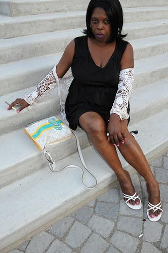 woman at piazza_8056 web