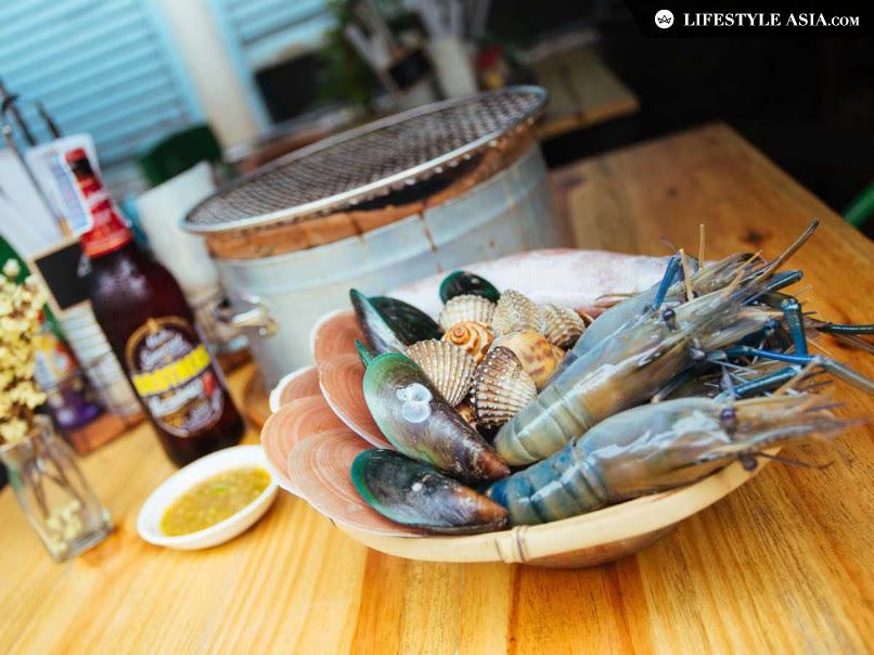อาหารทะเลสดจากมหาชัยปิ้งย่างให้ลูกค้าปิ้งเอง ชุดใหญ่ 999 บาท