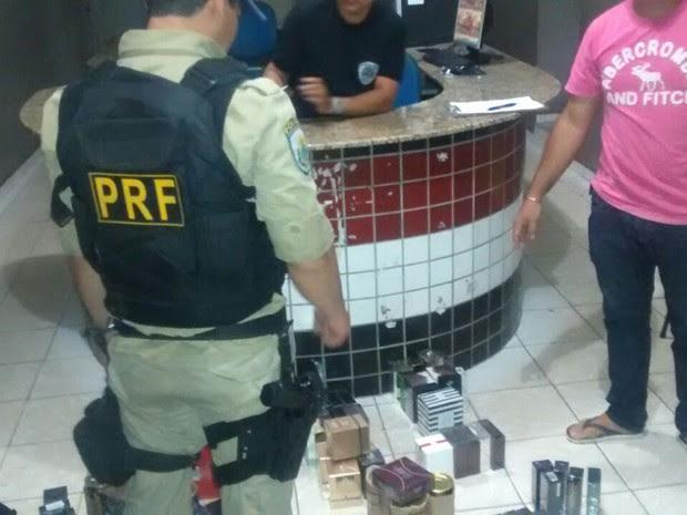 PRF apreende mercadoria contrabandeada em Presidente Dutra (Foto: Divulgação / PRF)