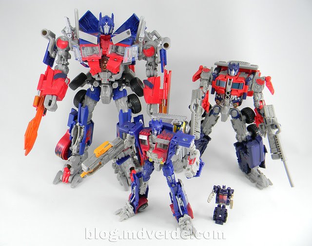 Transformers Optimus Prime DotM Deluxe - modo robot vs otros Optimus Movie
