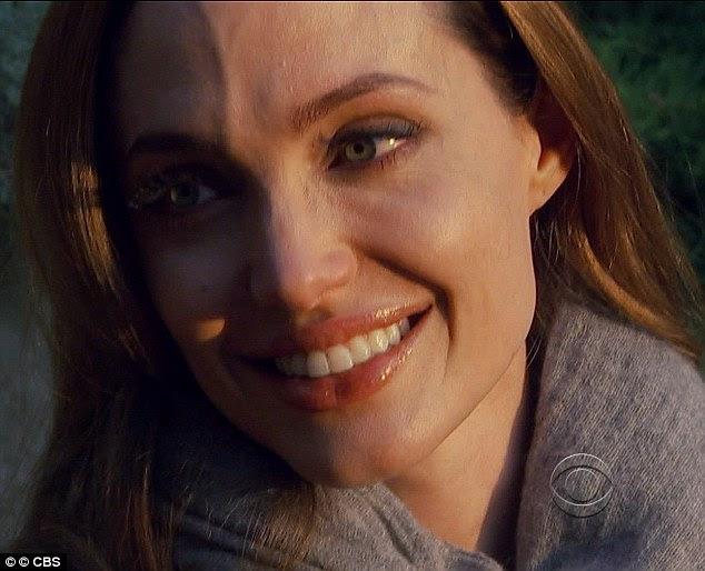 Sufocando: Angelina Jolie lutou contra as lágrimas enquanto falava sobre sua mãe Marcheline Bertrand em 60 minutos esta noite