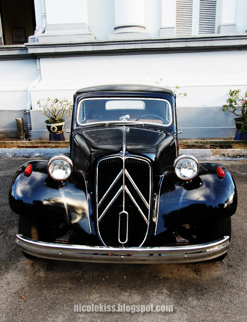 black citroen traction avant
